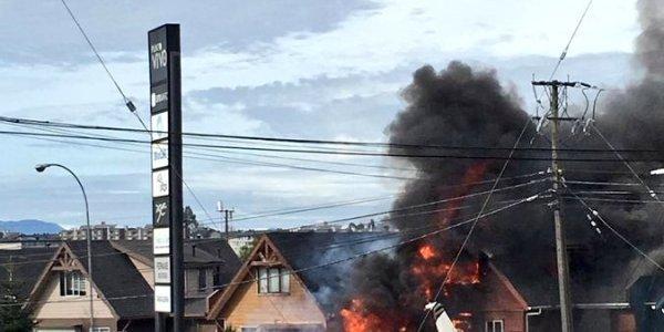 Χιλή: Συγκλονιστικές εικόνες από την πτώση αεροπλάνου σε σπίτι – Έξι νεκροί