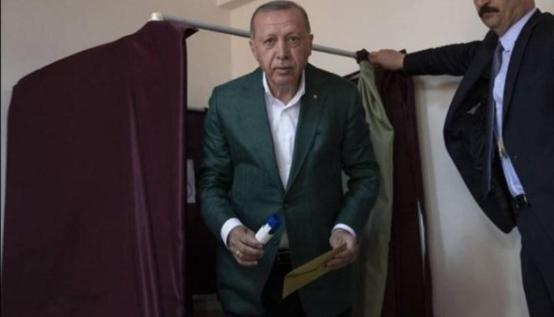 Ερντογάν: Δεν σταματά να ζητά επανακαταμετρήσεις για την Κωνσταντινούπολη