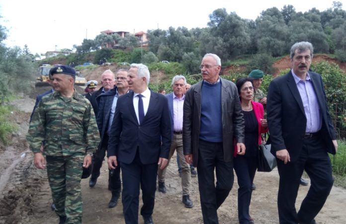 Αποστολάκης και Πολάκης σε Αλικιανό και Πλατανιά για τις στρατιωτικές γέφυρες | Photos