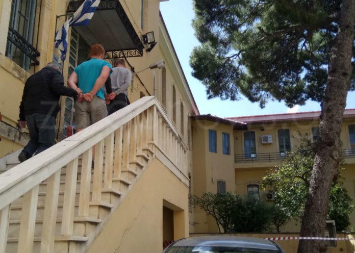 Καταδικάστηκαν οι δύο Γερμανοί που κατέβασαν την ελληνική και ύψωσαν την γερμανική σημαία στα Χανιά | Photos