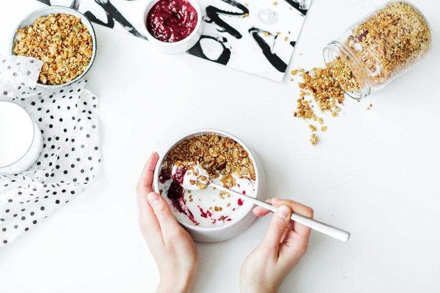 Τι θα συμβεί στο σώμα σου αν τρως καθημερινά γιαούρτι;