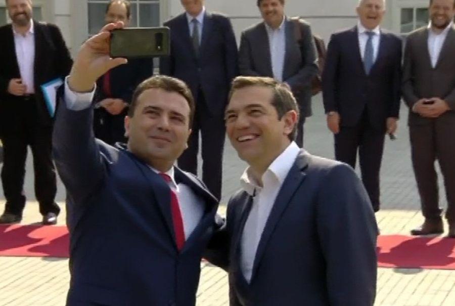 Selfie και ξανά selfie ήθελε ο Ζάεφ με τον Τσίπρα