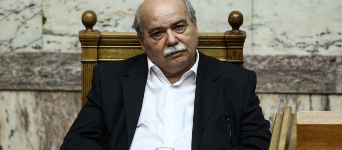 Σφοδρές αποδοκιμασίες Μακεδόνων σε Ν.Βούτση για τη συμφωνία των Πρεσπών: «Θα πληρώσετε προδότες» (βίντεο)