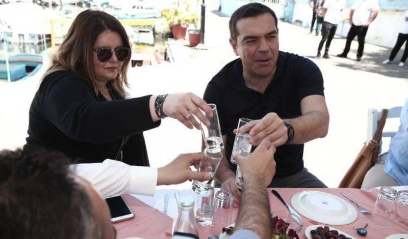 Τσίπρας: Στιγμές χαλάρωσης σε ουζερί πριν τις εκλογές 2019