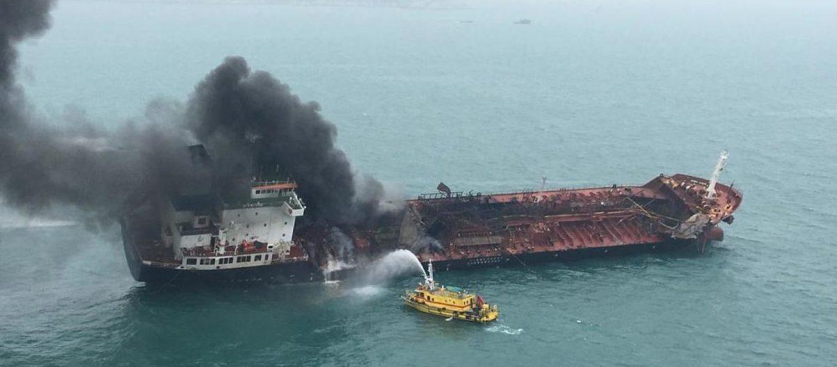 EKTAKTO: Ισχυρές εκρήξεις σε λιμάνι των ΗΑΕ – Καίγονται επτά τάνκερ! – Μετέφεραν ιρανικό πετρέλαιο;