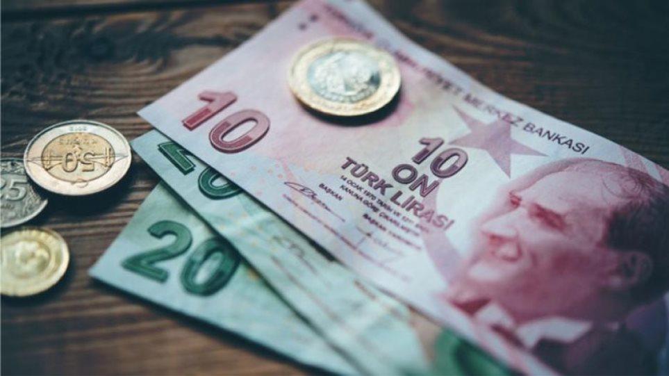 ΕΚΤΑΚΤΟ: «Βουτιά» για την τουρκική λίρα – Υποχώρησε κάτω από το όριο των 6 ανά δολάριο – Οι ΗΠΑ τιμωρούν την Άγκυρα