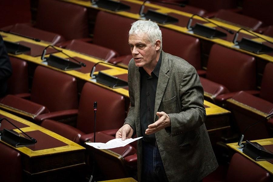Αποσύρει την υποψηφιότητά του ο Τσιρώνης και τάσσεται υπέρ του Ηλιόπουλου