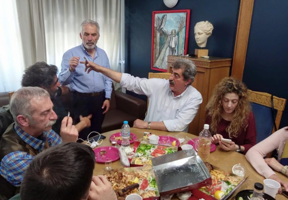 Παύλος Πολάκης: «Πάρτι» σήμερα στο Υπουργείο Υγείας για τα γενέθλια του – Δείτε εικόνες