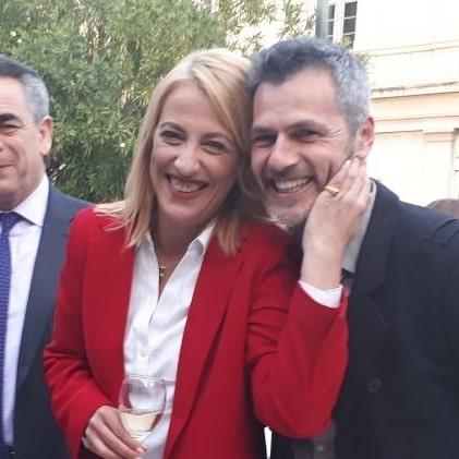 Μάριος Αθανασίου: Η σκληρή απάντηση στα αρνητικά σχόλια για την φωτογραφία του με τη Ρένα Δούρου [video]