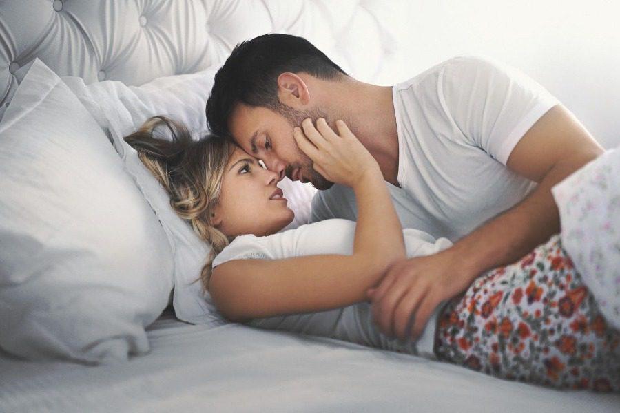 Πειράζει που τα ζευγάρια κάνουν όλο και λιγότερο σeξ;