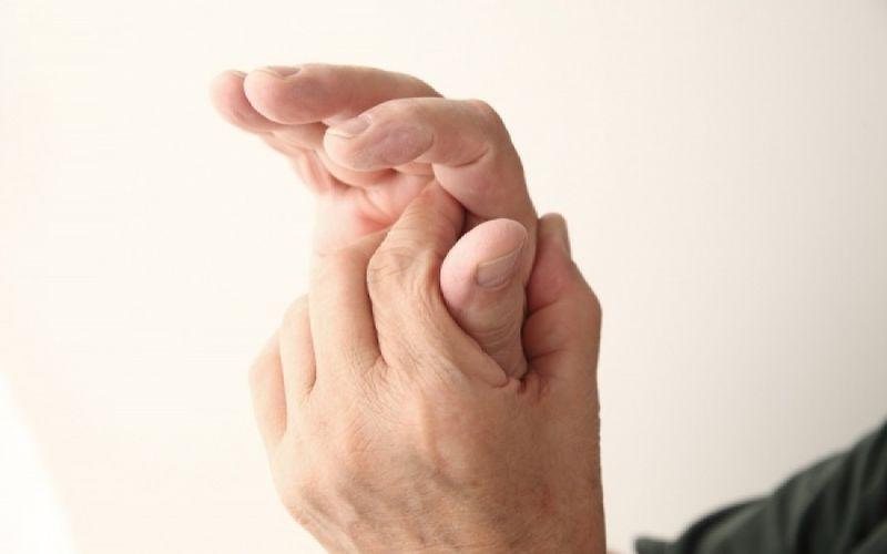 Μούδιασμα στα χέρια: Δείτε πού μπορεί να οφείλεται