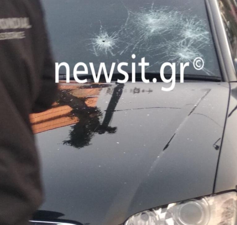 Κουκουλοφόροι έσπασαν το αυτοκίνητο του Νότη Μηταράκη