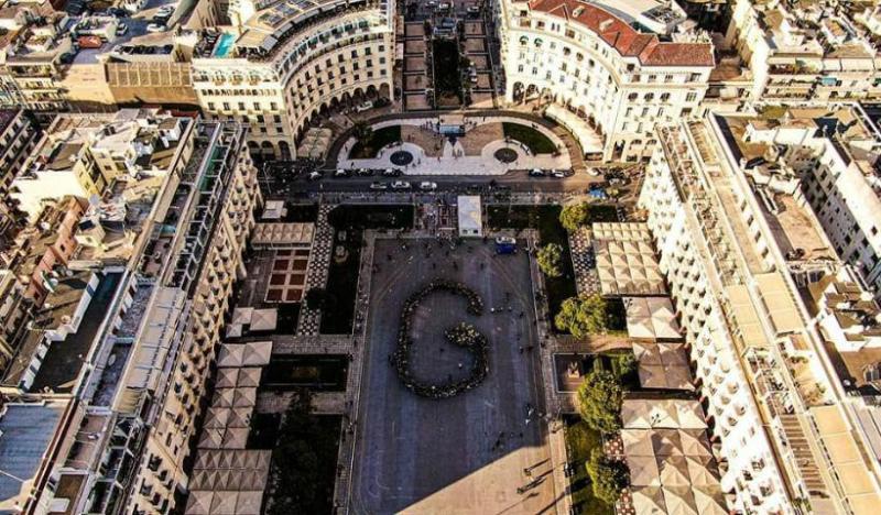 Γενοκτονία: Δεκάδες Πόντιοι σχημάτισαν τα σώματά τους το γράμμα «G» στην Αριστοτέλους