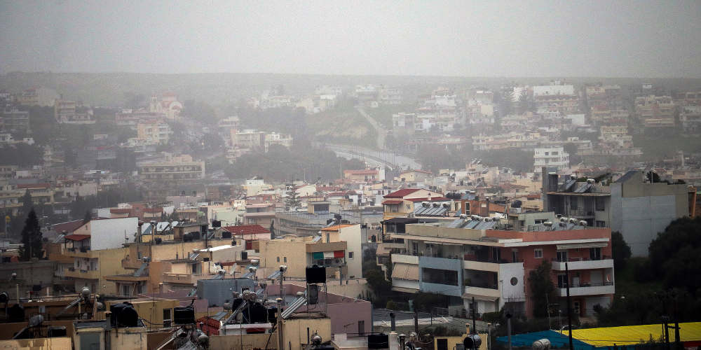 Πρόγνωση καιρού: Άστατος ο καιρός με συννεφιά, αφρικανική σκόνη και 30 βαθμούς