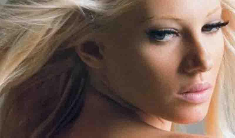 Αποστεωμένη η Τζούλια Αλεξανδράτου – Δείτε φωτογραφίες από διαγωνισμό ομορφιάς