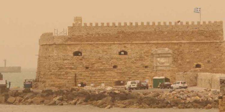 Νοτιάδες με ζέστη και αφρικανική σκόνη στην Κρήτη