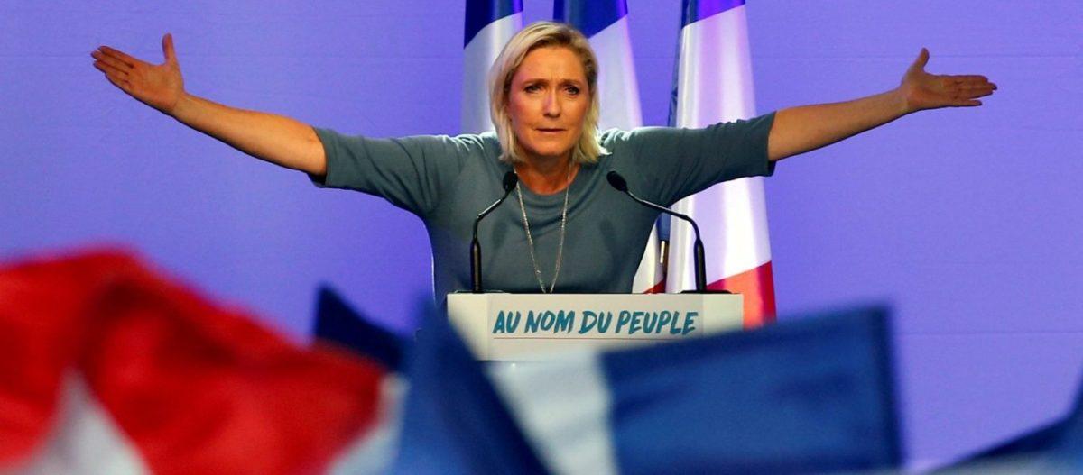 Δημοσκόπηση που «βουλιάζει» τις Βρυξέλλες: Σημαντικό προβάδισμα της Λε Πεν, δεύτερος ο Μακρόν – Οι Γάλλοι ξεκινούν την «μεγάλη αλλαγή»