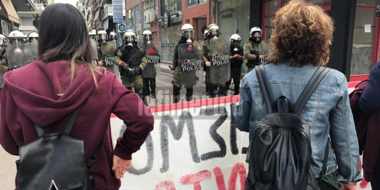 Έκτακτο: Επεισόδια στην ομιλία Κασιδιάρη στον Κολωνό