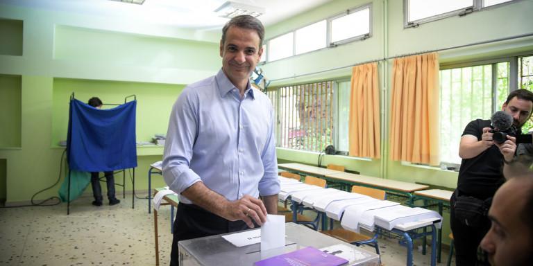 Την παραίτηση της κυβέρνησης ζήτησε ο Μητσοτάκης -Εκλογές ανακοινώνει ο Τσίπρας