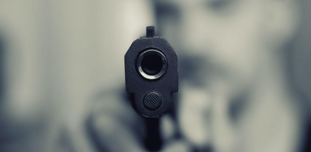 Με συμπτώματα κορωνοϊού κατηγορούμενος για πυροβολισμούς σε μπαρ