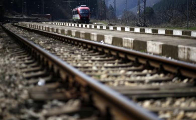Σύγκρουση τρένου με ΙΧ: Ένας τραυματίας (pic)