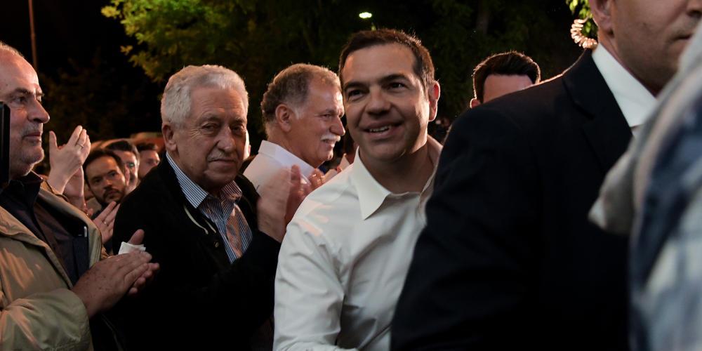 LIVE: Ο Τσίπρας στις πρώτες δηλώσεις μετά την ήττα στις Ευρωεκλογές