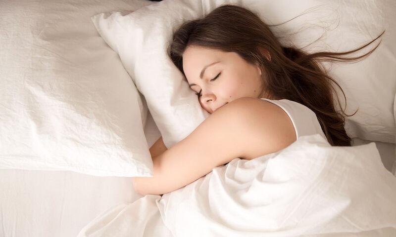 Έξι λόγοι για να κοιμηθείτε… γυμνοί με τον σύντροφό σας!