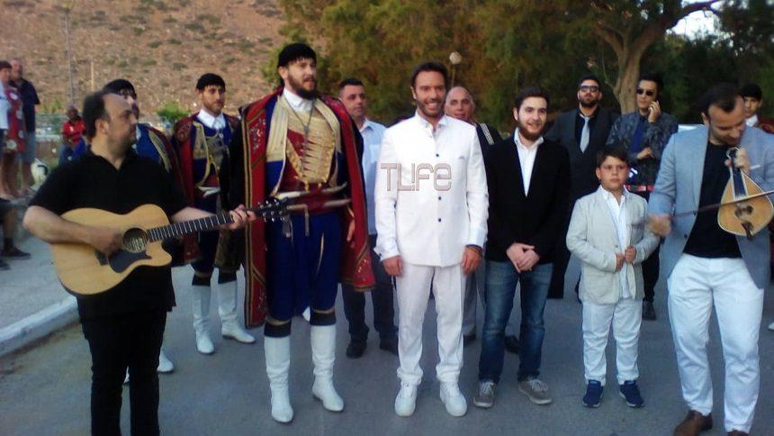 Στράτος Τζώρτζογλου – Σοφία Μαριόλα: Παντρεύονται αυτή την ώρα στην Κρήτη! Φωτογραφίες και βίντεο