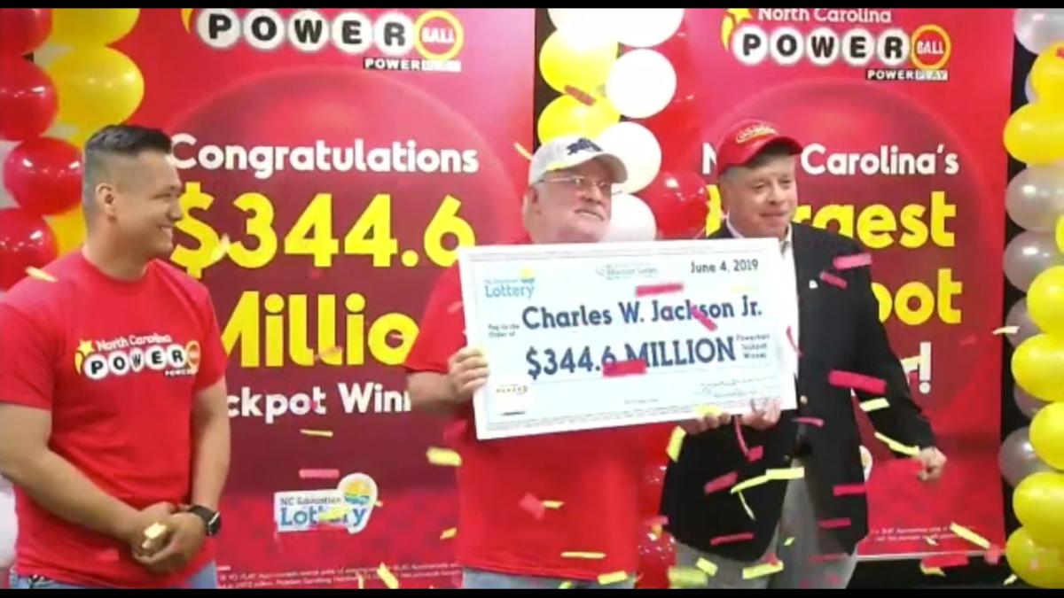 Κέρδισε 344 εκατομμύρια χάρη στους αριθμούς που βρήκε μέσα σε ένα… fortune cookie