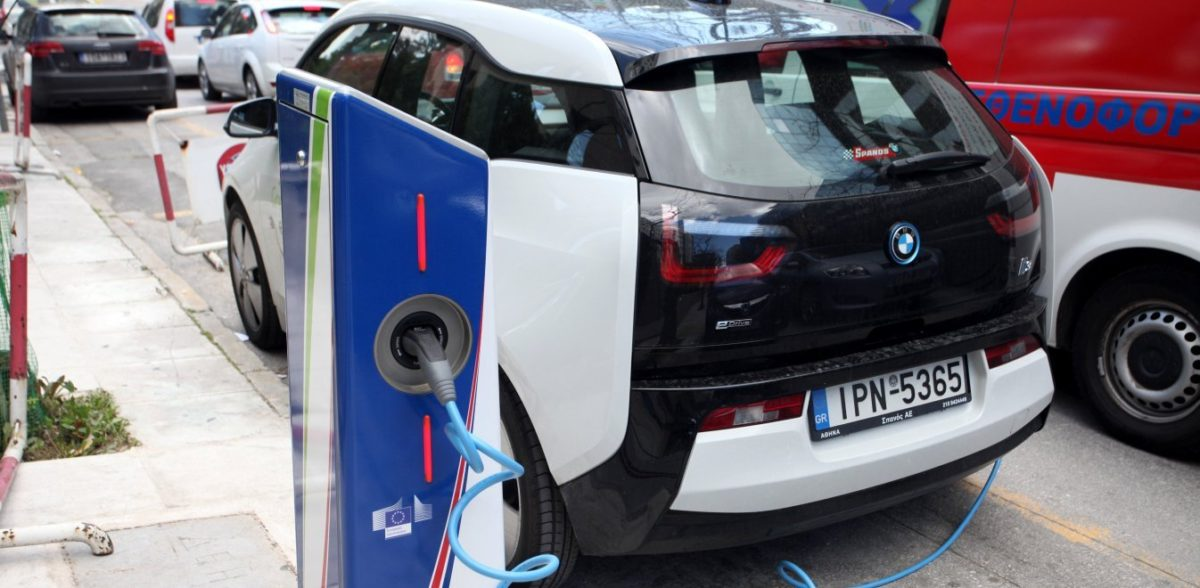 Η Ελλάδα βάζει τα αυτοκίνητα στην πρίζα – Έρχονται σταθμοί φόρτισης