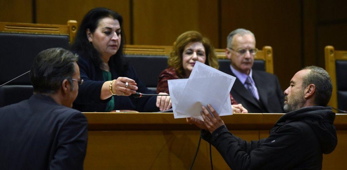 Δίκη Χρυσής Αυγής: «Συντροφικά μαχαιρώματα» μεταξύ κατηγορουμένων