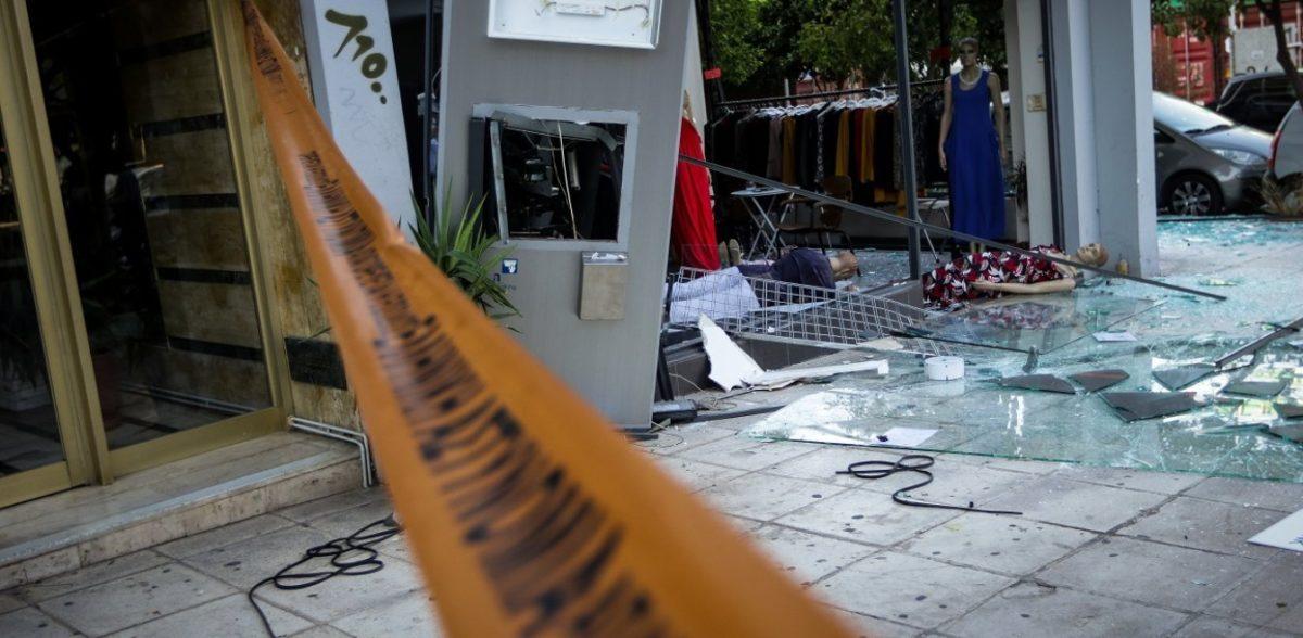Γλυφάδα: Ανατίναξαν ATM κι «έβρεξε» λεφτά!