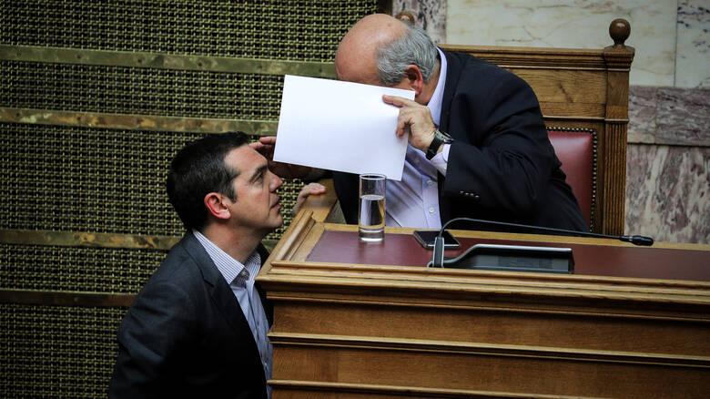 Εντολή Τσίπρα να «παγώσουν» όλες οι μετατάξεις και προσλήψεις στη Βουλή