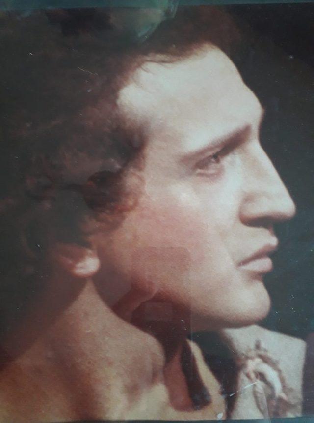 Σπύρος Μπιμπίλας: «Αποδεικνύει» την ομοιότητά του με τον Μ. Αλέξανδρο και ξεσπά στα αρνητικά σχόλια! Φωτογραφία