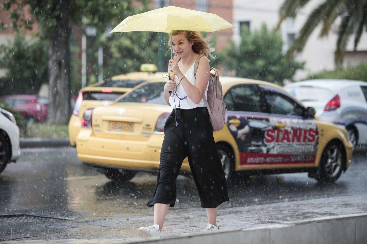 Ο καιρός… τρελάθηκε – Καταιγίδες και πτώση θερμοκρασίας το Σαββατοκύριακο
