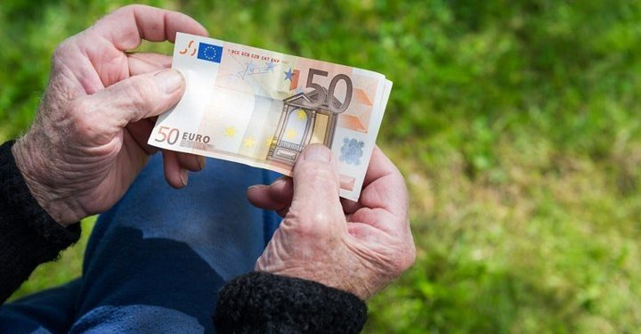 Πότε πληρώνονται συντάξεις και επιδόματα; Δείτε τις ημερομηνίες