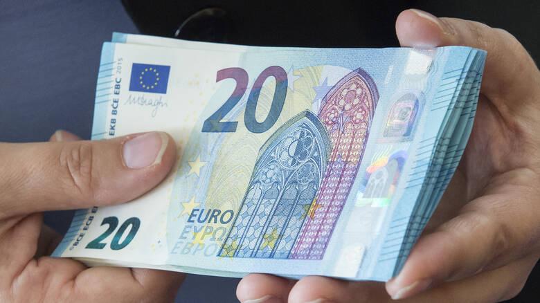 Ποιοι θα δουν λεφτά στους λογαριασμούς τους τις επόμενες μέρες