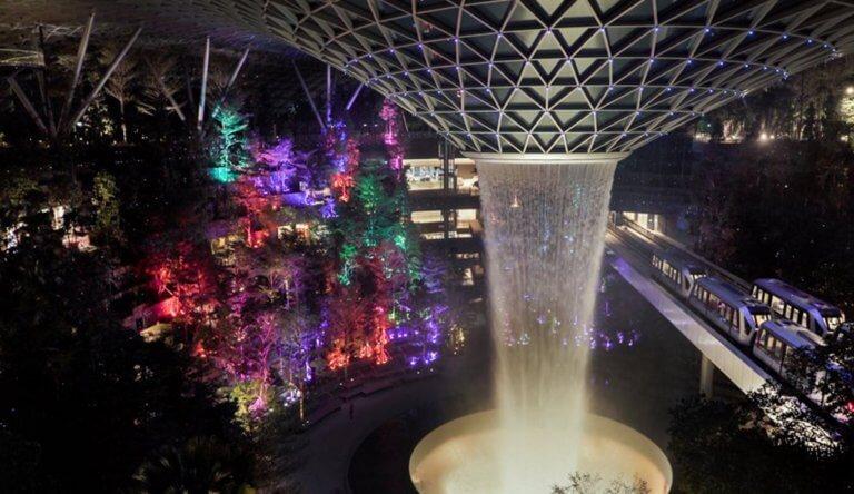 Σιγκαπούρη: Σύγχρονο θαύμα του κόσμου το καινούργιο αεροδρόμιο!