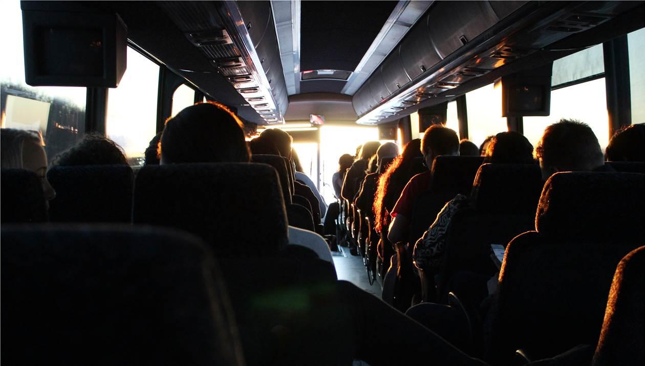 Καταγγελία – σοκ: Μαθητές λέρωσαν το πάτωμα λεωφορείου και ο οδηγός τους πέταξε έξω