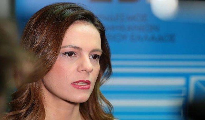 ΝΔ κατά Αχτσιόγλου: «Έχασε την ψυχραιμία της όταν καταρρίφθηκαν τα fake news που διακινεί ο ΣΥΡΙΖΑ»