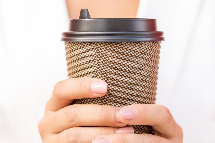 Να γιατί δεν πρέπει να πίνεις καφέ με το που ξυπνήσεις