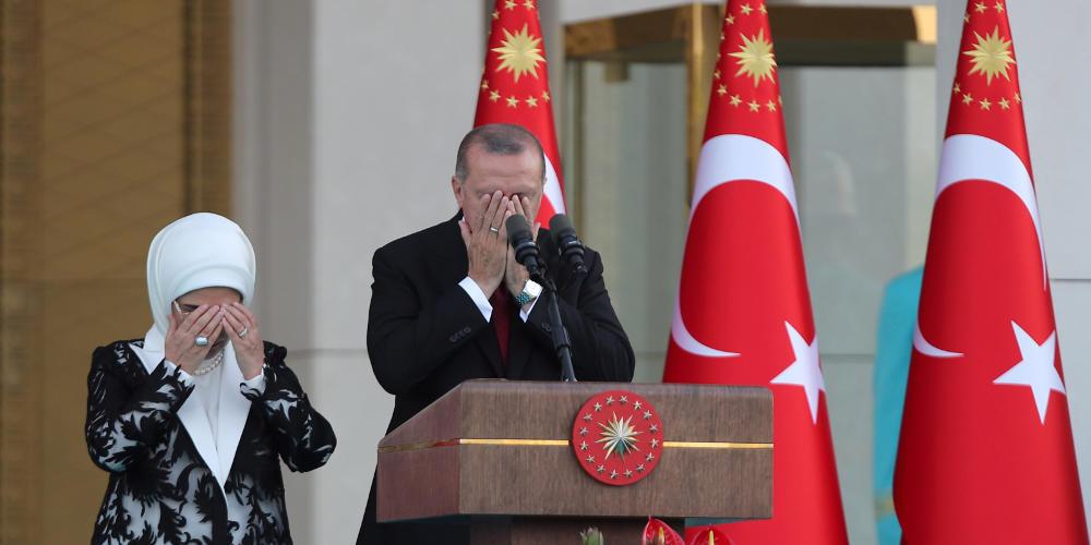 Ο Ερντογάν ψάχνει «ένοχο» για τη συντριβή στην Κωνσταντινούπολη