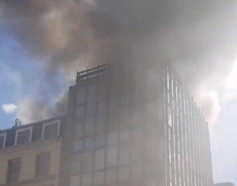 Φωτιά τώρα στο Λονδίνο! Συναγερμός για τις πυκνές φλόγες!