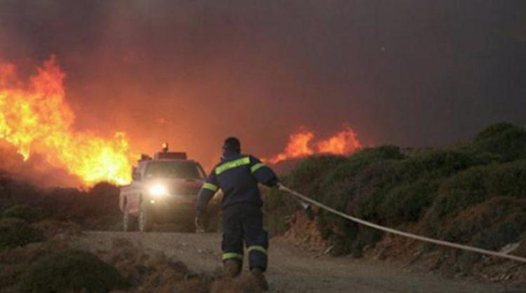 Ολονύχτια μάχη με τις φλόγες στους Πέρα Γαλήνους