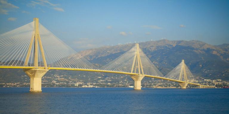 Πέθανε ο ποδηλάτης που έπεσε από τη γέφυρα Ρίου-Αντιρρίου