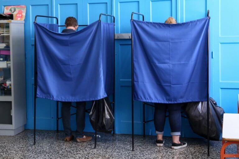 Δημοσκόπηση MRB: Αγγίζει την αυτοδυναμία η ΝΔ ακόμα και με επτά κόμματα στη Βουλή