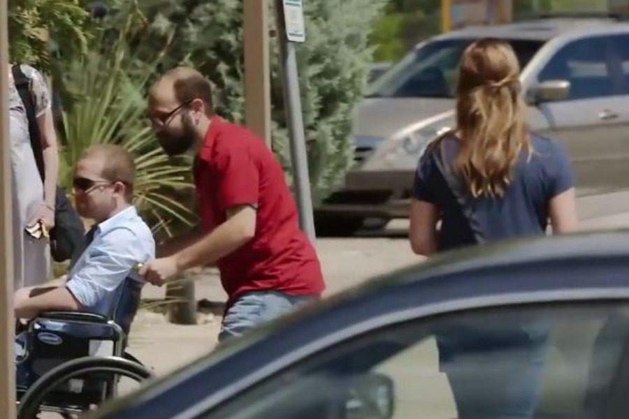 Η γυναίκα που πάρκαρε σε θέση αναπήρων αλλά πήρε γρήγορα το μάθημα της