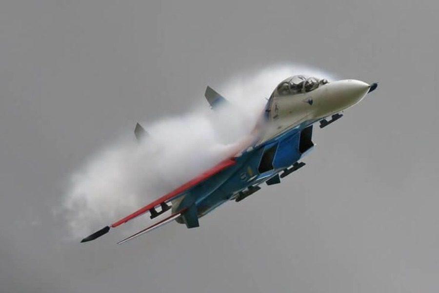 H στιγμή που ρωσικό μαχητικό αναχαιτίζει βομβαρδιστικό των ΗΠΑ