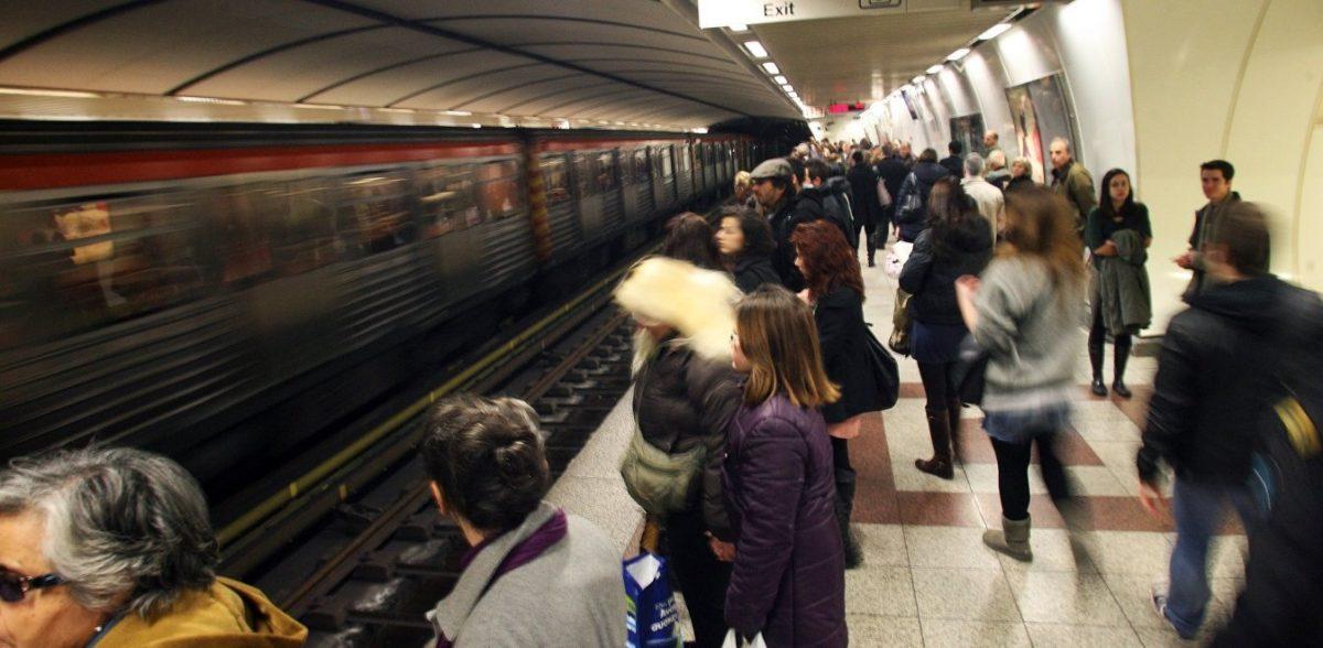 Μετρό: Οργιάζουν συμμορίες με μαχαιροβγάλτες και πορτοφολάδες (vid)