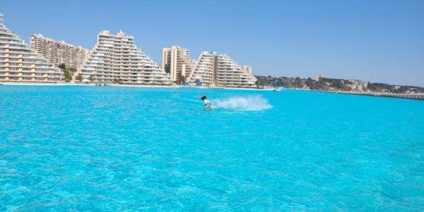 Αυτή είναι η μεγαλύτερη πισίνα στον κόσμο (pics)